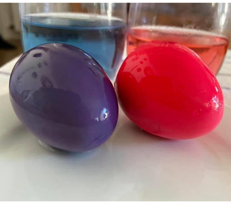Huevos teñidos para pascua