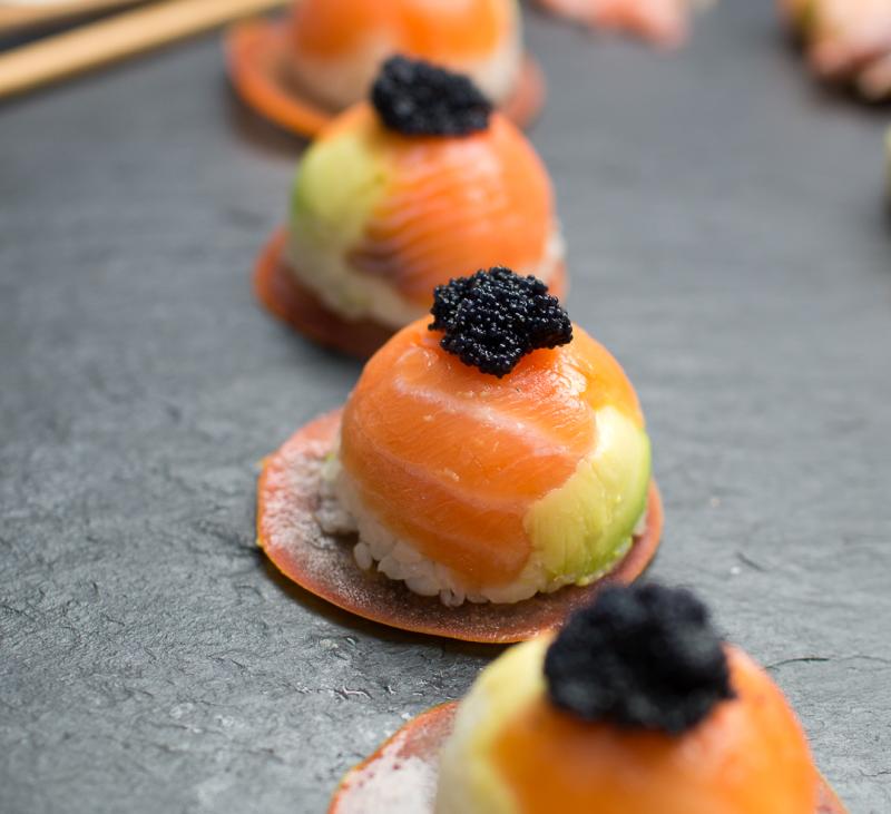 Bombones de sushi y niguiris de guacamole