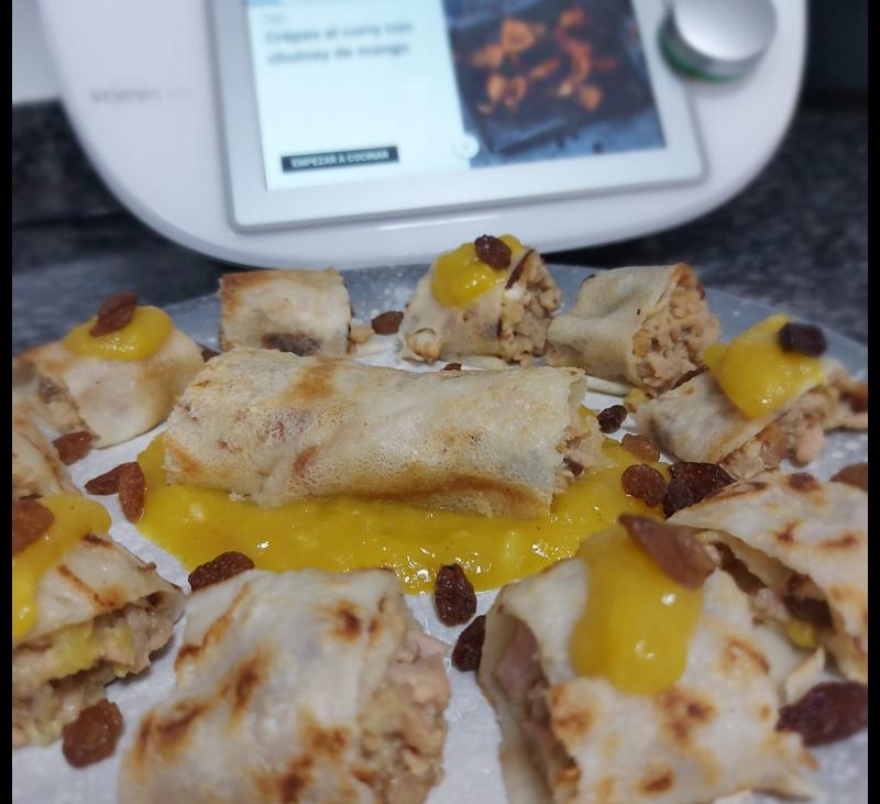 Crepes al curry con chutney de mango