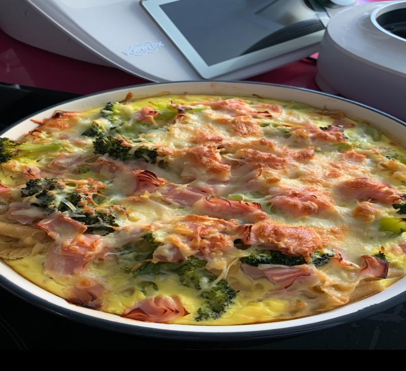 Gratinado de pasta con brocoli y jamon