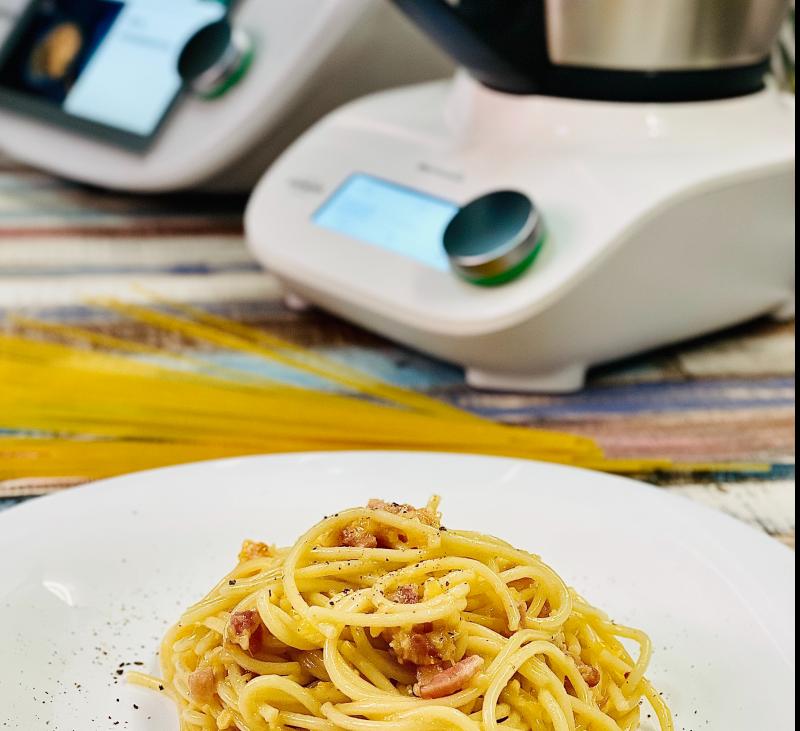 Espaguetis a la Carbonara con Thermomix® TM6 y Thermomix® Friend