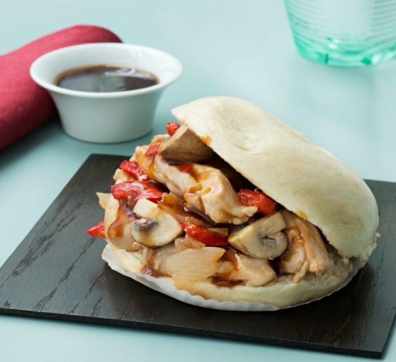 Pan bao y pollo en salsa teriyaki