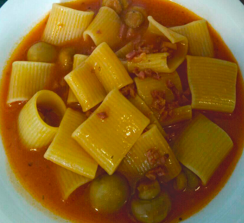 Pasta con tomate al estilo italiano