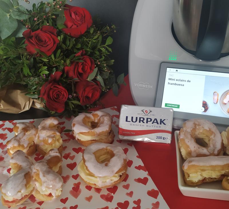 Mini eclairs de fresa y crema mascarpone con Lurpak® y Thermomix®