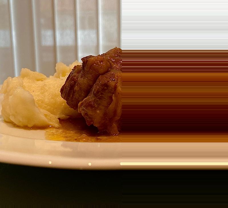 Rabo de ternera en salsa con puré de patatas
