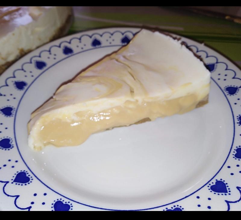 Video receta: Tarta de queso cremoso marmolada con dulde de leche.