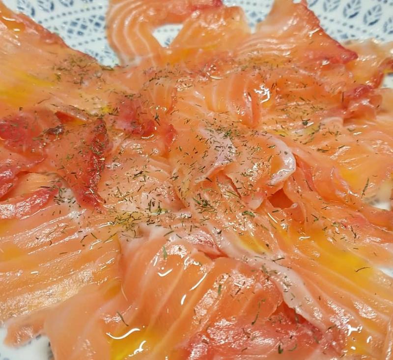 Prepara tus celebraciones familiares con esta receta de salmon marinado