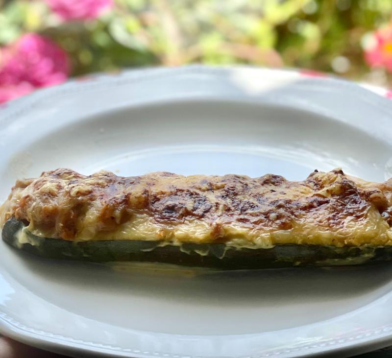 Menú de calabacines rellenos y peras con chocolate 366 calorías