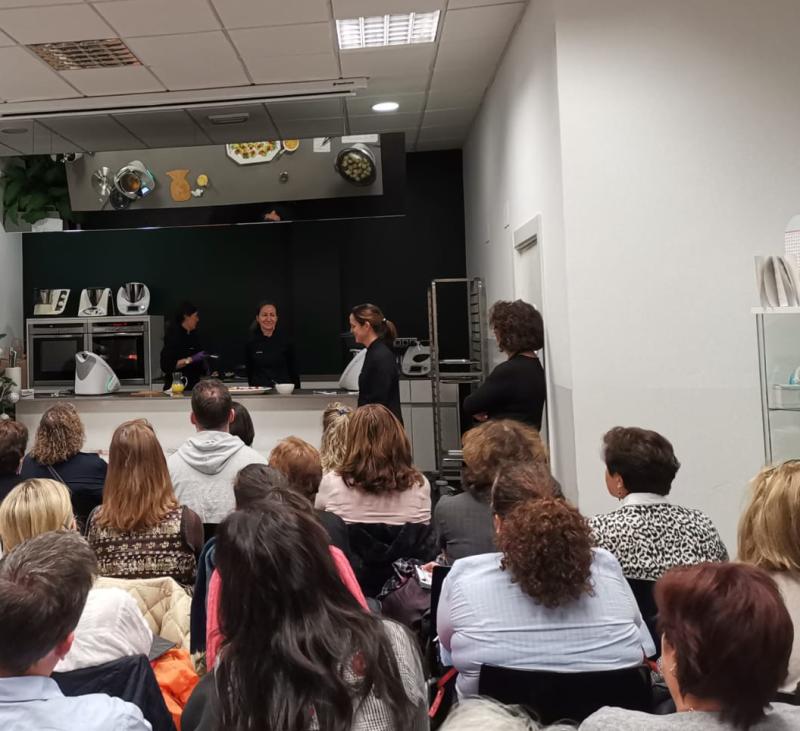 EXPOSICIÓN Y TIENDA DE TM6. PUERTAS ABIERTAS