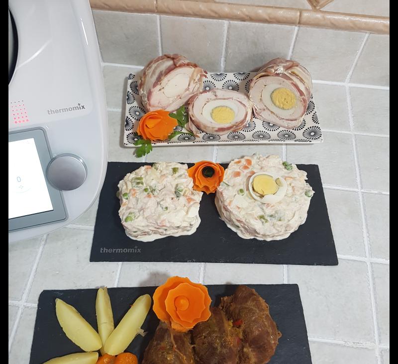 Menu en tres niveles:Carrilleras en salsa ,con patatas arrugadas,verduras para ensaladilla y Pechugas de pollo rellenas de huevos duros y lonchas de beikon