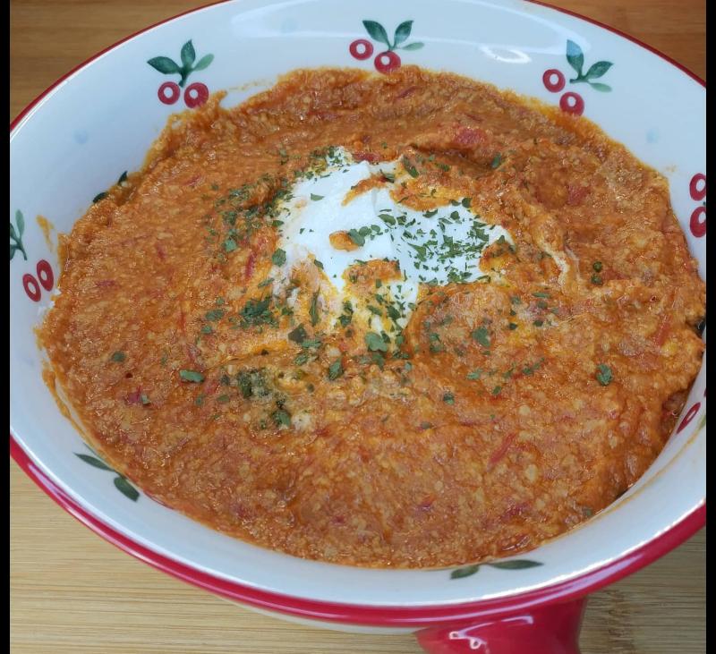 Queso fresco con tomate especiado