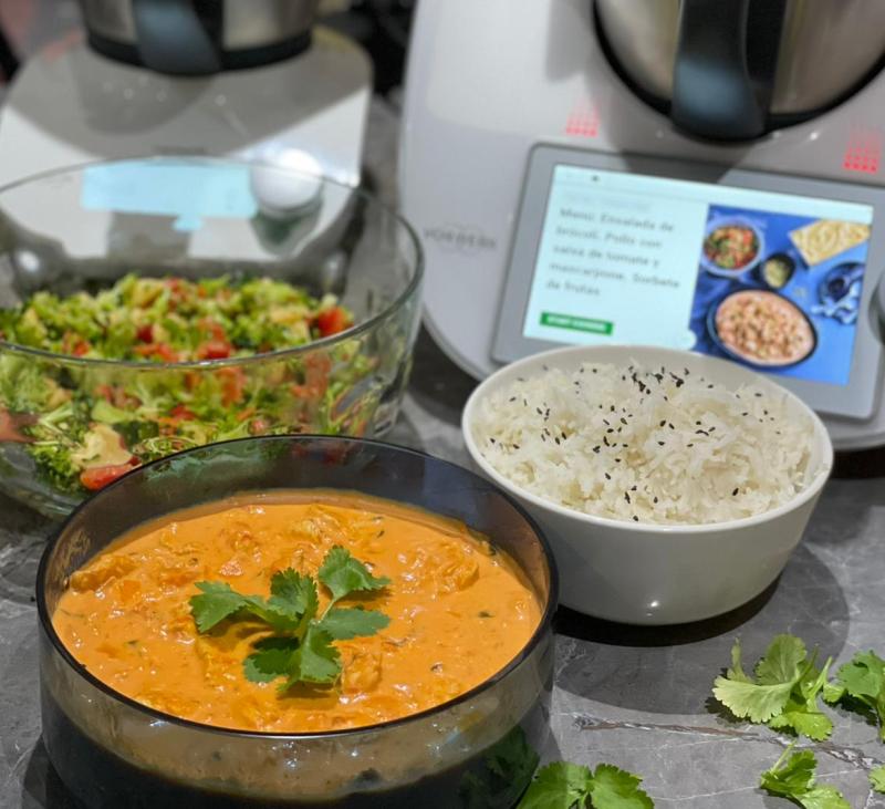 MENU COMPLETO TM6+FRIENDS: Menú: Ensalada de brócoli. Pollo con salsa de tomate y mascarpone.
