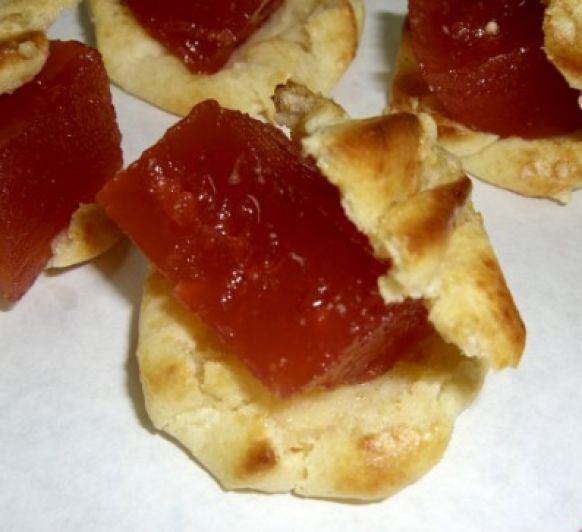 Profiteroles o lionesas de queso con membrillo con Thermomix®