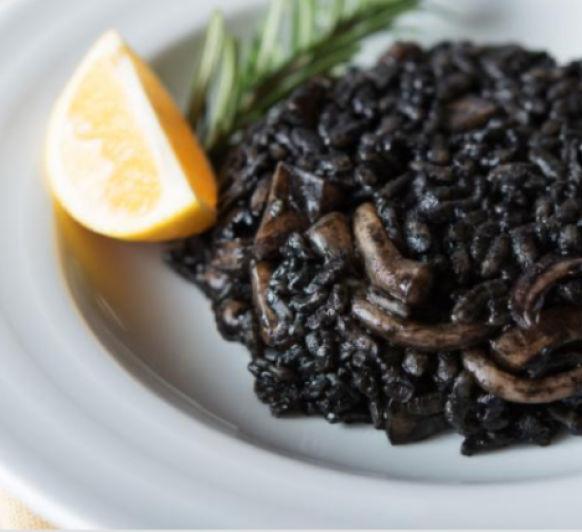Arroz Negro cremoso con Calamares .. Y mucho más