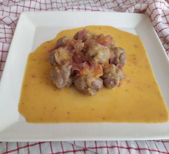 Albóndigas al vapor con tomate fresco al romero