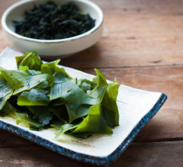 Lenguado y verduras al vapor de alga kombu