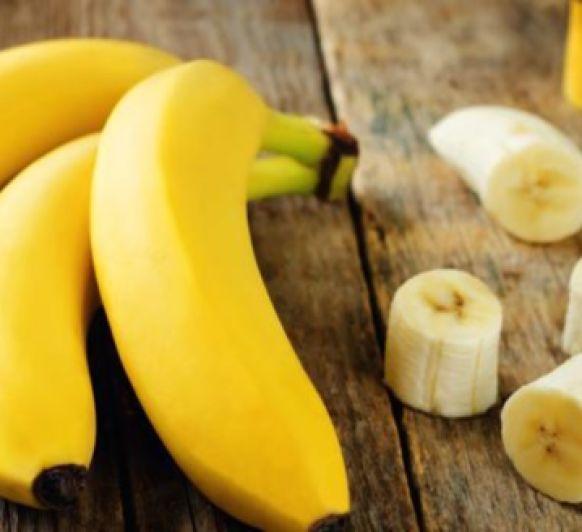 Smoothie bowl de plátano, aguacate y té matcha