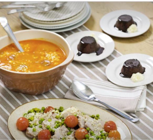 Menu: garbanzos con chorizo.contramuslode pollo al ajillo con cherrys y guisantes.flan de chocolate