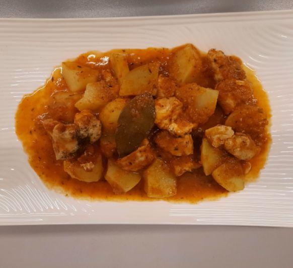 Estofado de pavo o pollo a la provenzal con patatas y champiñones