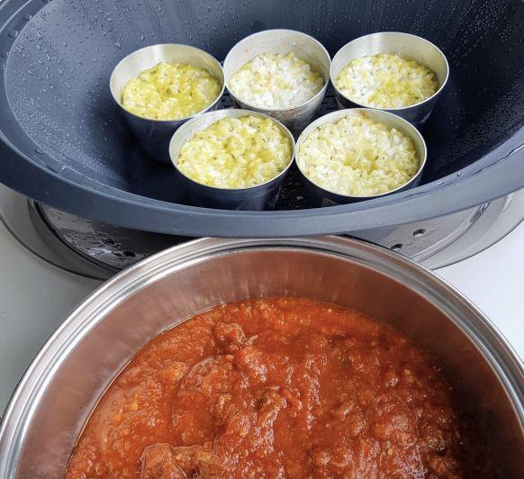 Carrilleras riquísimas con tomate y arroz blanco . Menú completo